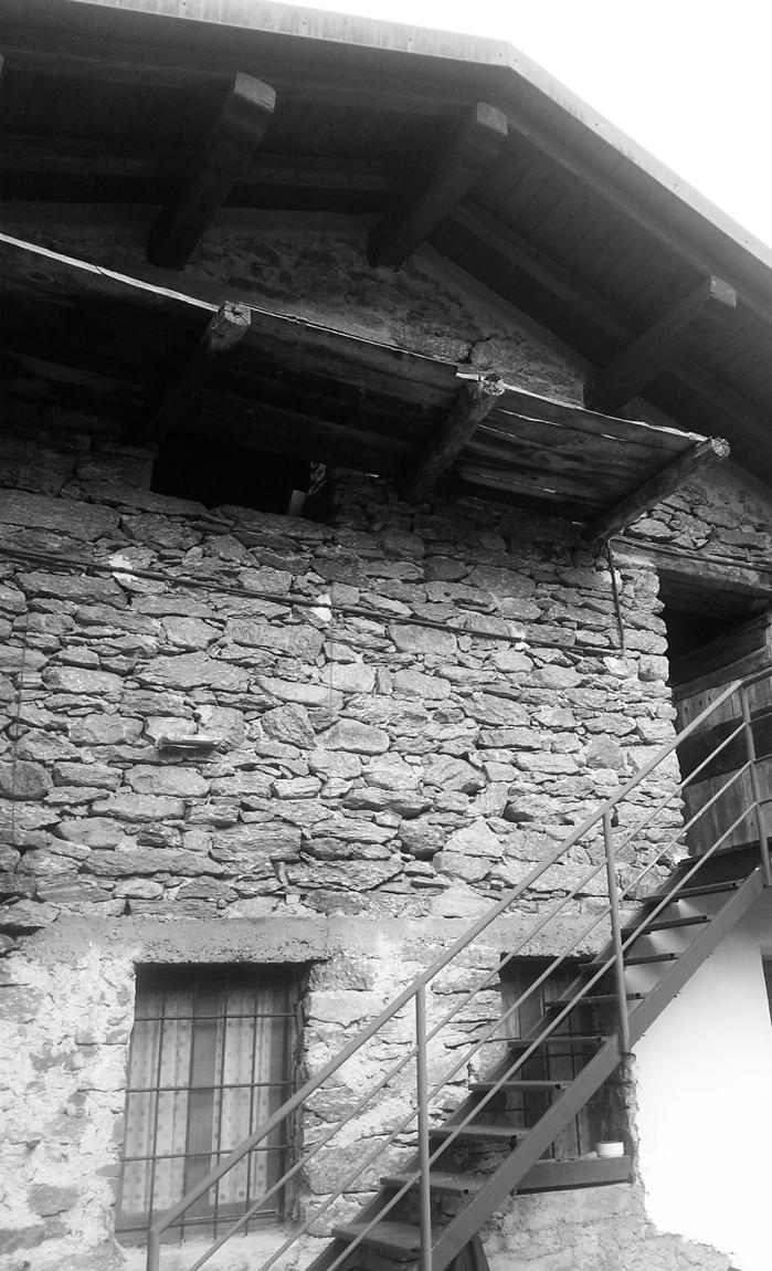 Casaclima Passivhaus Risparmio Energetico Edifici a energia quasi zero Basso consumo Alta efficienza energetica Casa efficiente comfort indoor Casa Passiva Piemonte Canavese Locana Nusiglie Rivarolo Torino Lunos VMC Ventilazione Meccanica Materiali locali Pietra Losa Materiali naturali Isolamenti naturali Fibra di legno Guaina Igrovariabile Intello Naturalia Bau Interior Design Progettazione interni Resina Architetti Negro Frer Ceresole Progetto Progettazione Studio di architettura Ristrutturazione Edilizia Fattore 10 Passive House designer Consulente esperto Casaclima Ristrutturare casa Ampliamento
